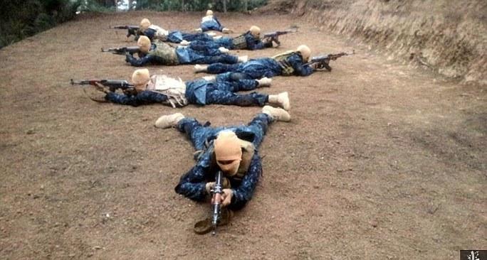 Các tay súng được huấn luyện ở Afganistan. Ảnh: Daily Mail
