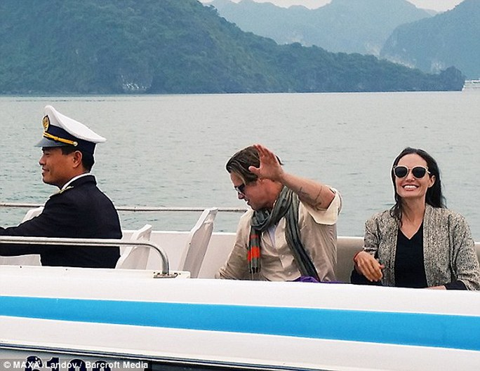 Vợ chồng Angelina du lịch Hạ Long