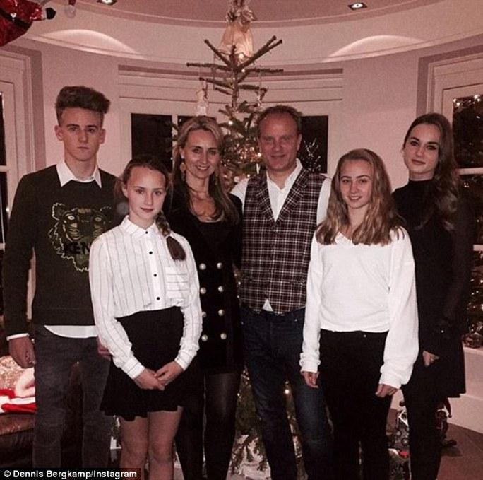 Gia đình cựu cầu thủ Arsenal Dennis Bergkamp