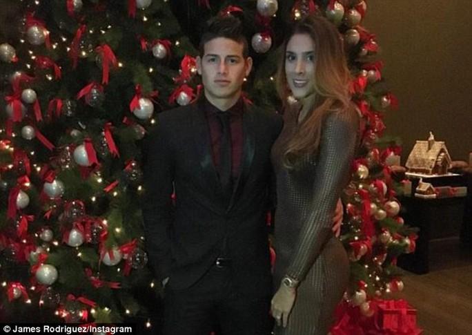 Vợ chồng James Rodriguez (Real Madrid) đi chơi đêm Noel