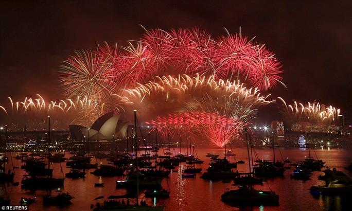 Pháo hoa lộng lẫy ở Sydney khoảnh khắc giao thừa