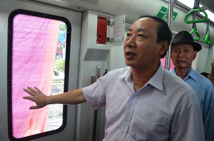Thứ trưởng Bộ GTVT Nguyễn Hồng Trường đến tham quan tàu mẫu