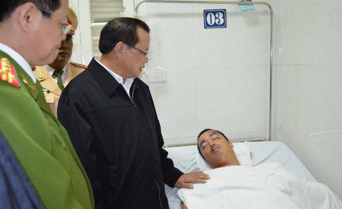 Ông Phạm Quang Nghị, Ủy viên Bộ Chính trị, phụ trách Thành ủy TP Hà Nội đã tới thăm và động viên Thượng úy Đạt