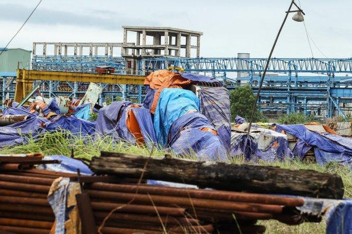 Nhiều vật liệu xây dựng đã bị gỉ sét tại dự án mở rộng nhà máy Gang thép Thái Nguyên giai đoạn hai - Ảnh: Nguyễn Khánh