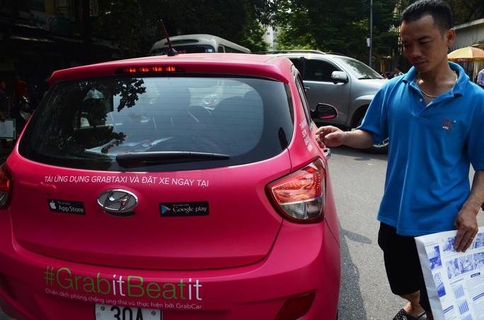 Xe sử dụng dịch vụ của Grab taxi trên địa bàn TP Hà Nội Ảnh: NGUYỄN HƯỞNG