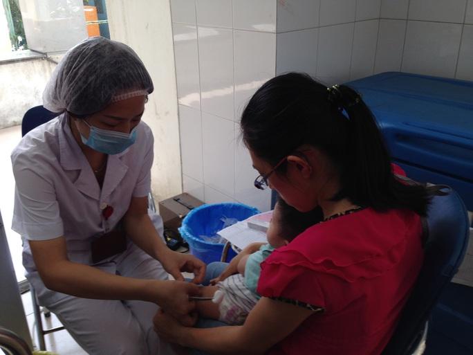 Bộ Y tế khuyến cáo người dân không tìm các nguồn vắc-xin không rõ nguồn gốc để tiêm cho trẻ