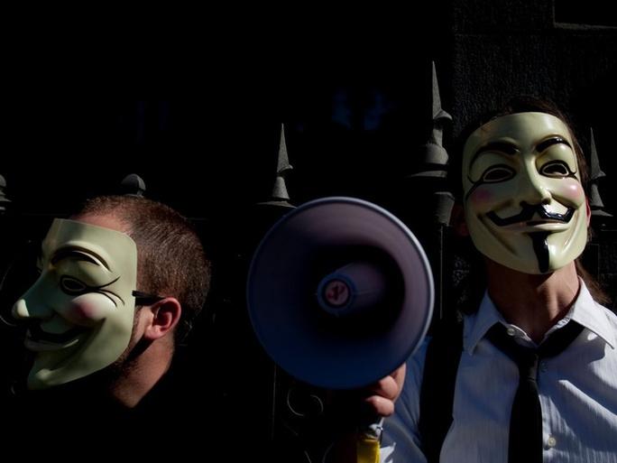 Bên cạnh mục đích tình báo và quân sự, Tor dần trở thành công cụ yêu thích của các nhà báo, các nhà hoạt động chính trị, của hacker và thậm chí là của cả tội phạm mạng - những người muốn che giấu danh tính khi truy cập internet.