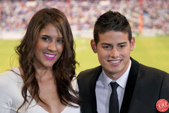 Rodriguez và vợ trong ngày ra mắt Real Madrid