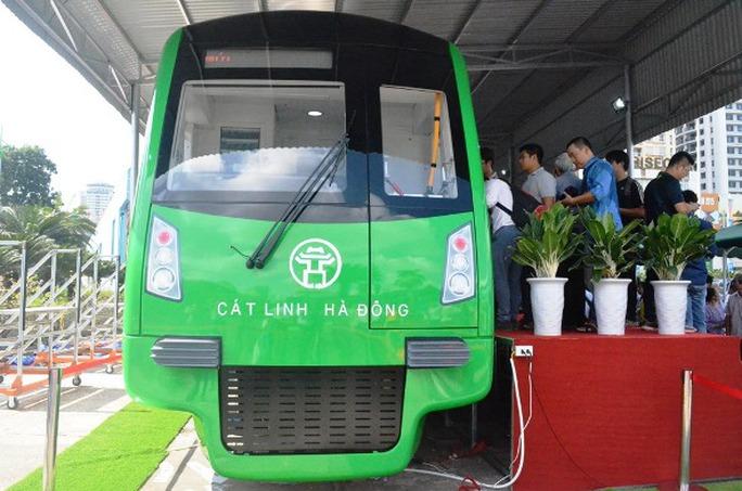 Mỗi đoàn tàu sắt trên cao Cát Linh - Hà Đông dài 79 mét với 4 toa, trong đó 2 cabin lái nằm ở 2 phía, giữa là 2 toa xe động lực có động cơ