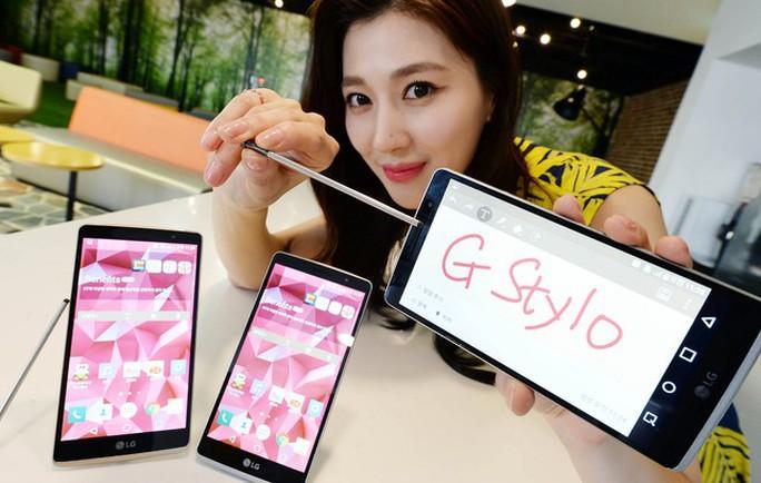 LG G Stylo là 1 trong số ít các điện thoại hỗ trợ thẻ nhớ SDXC lên tới 2 TB.