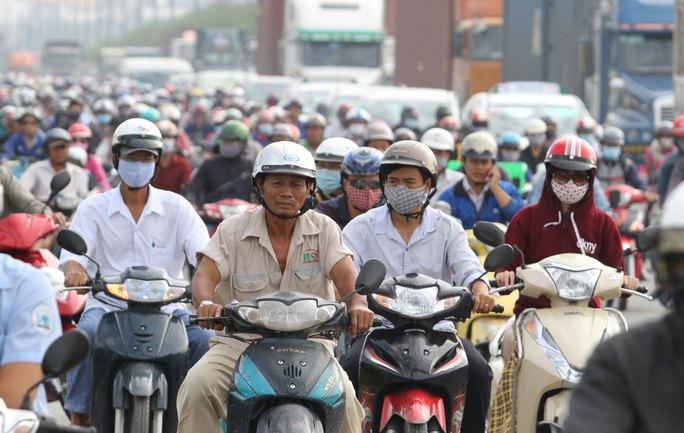 TP HCM cần đề ra giải pháp cụ thể để khắc phục tình trạng ùn tắc giao thông Ảnh: HOÀNG TRIỀU
