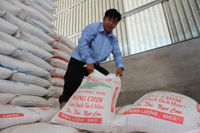 Gạo Móng Chim của Campuchia trong kho một doanh nghiệp ở chợ đầu mối Bà Đắc (Cái Bè, Tiền Giang) - Ảnh: V.Tr.