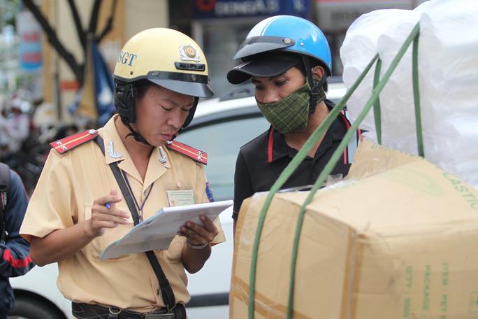 Với đợt ra quân này thì các đội CSGT vẫn chưa xác định được thời điểm ngưng và tạm thời đặt mục tiêu đến dịp Tết Nguyên Đán 2016 sẽ không còn xe mù, xế độ.