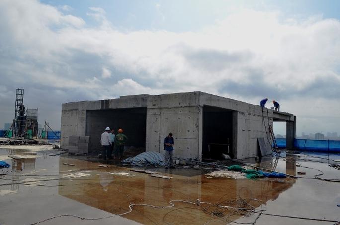 Tầng tum sai phạm bị phá dỡ trong ngày 22-11