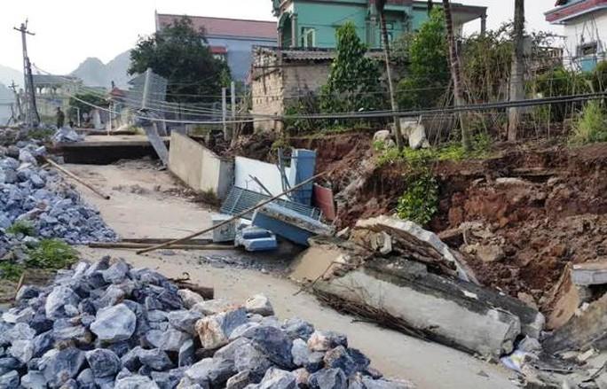 30 m đường giao thông bị sụt lún nghiêm trọng trong đêm 30-11