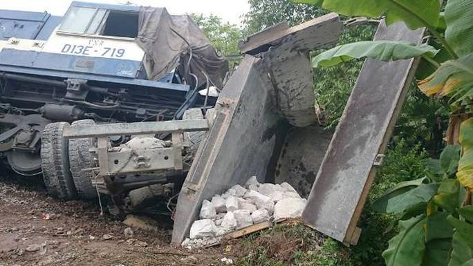 Chiếc xe tải chở đá