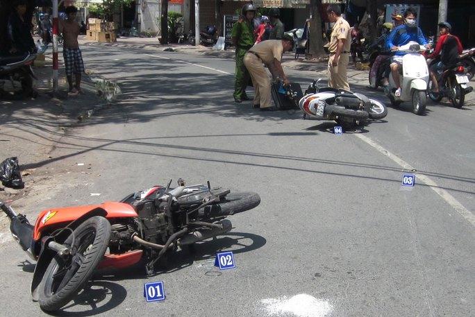 CSGT TP HCM khám nghiệm hiện trường một vụ tai nạn giao thông