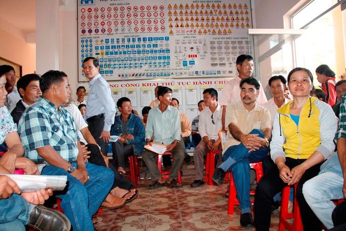 Người dân đổ xô đổi giấy phép lái xe tại Sở Giao thông Vận tải tỉnh Đắk Lắk Ảnh: CAO NGUYÊN