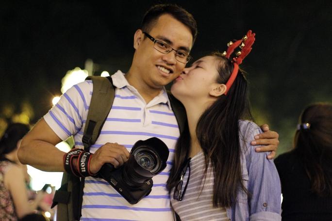 Nhiều cặp tình nhân cũng lựa chọn những ngày này để đi chơi và chụp ảnh kỷ niệm