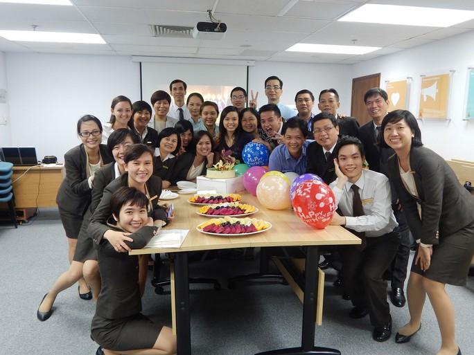 Nhân viên Công ty International Burotel được công ty tổ chức sinh nhật chung trong tháng