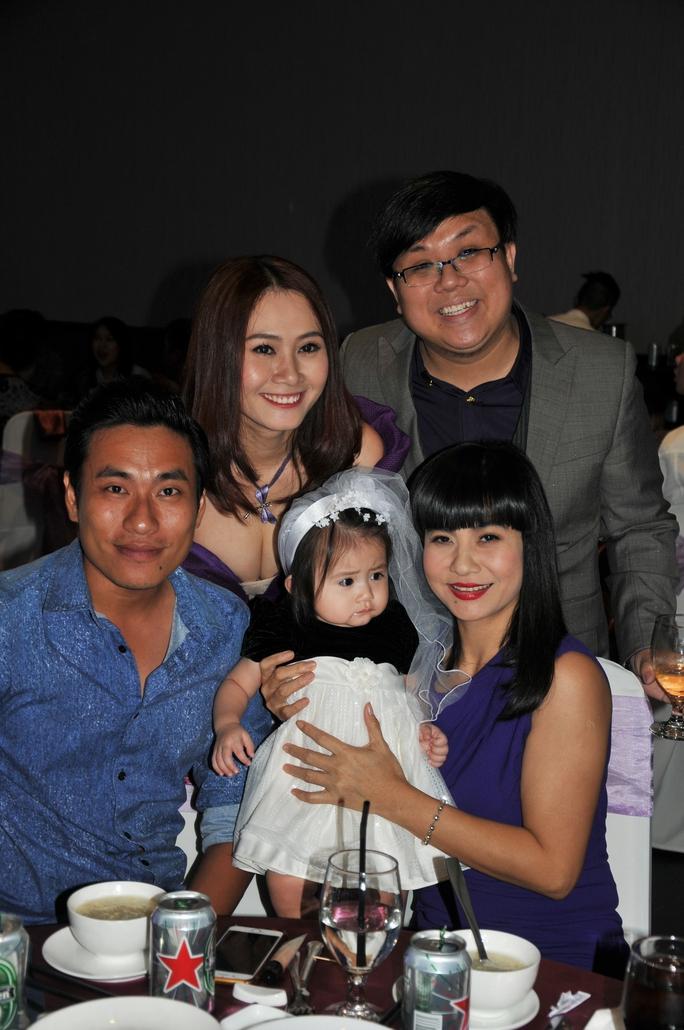 NS Cát Phượng, Kiều Tuấn Minh chúc mừng gia đình Gia Bảo - Thanh Hiền