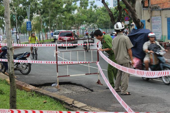 Hiện trường vụ nổ hố ga ngày 15-10 tại đường Trường Sa (dọc kênh Nhiêu Lộc - Thị Nghè, phường 14, quận 3, TP HCM) khiến hàng chục người bỏ chạy
