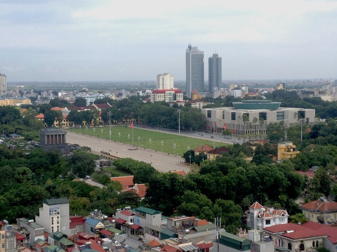 Đứng từ trên nóc nhà 8B Lê Trực nhìn về Lăng Chủ tịch Hồ Chí Minh, Quảng trường Ba Đình và Nhà Quốc hội