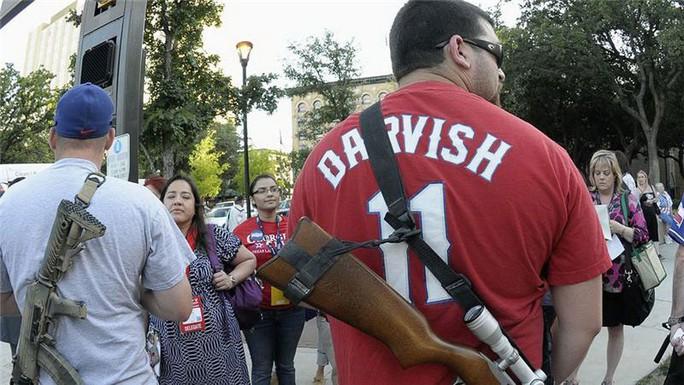 Nhiều người dân Mỹ mang súng nơi công cộng Ảnh: AP
