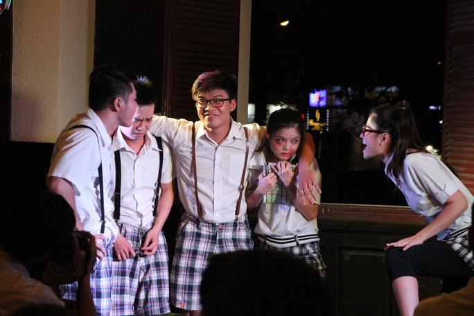Cảnh trong vở kịch ngắn về chủ đề bạo lực học đường của CLB Ngày Mai