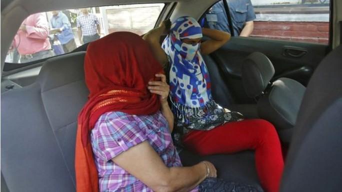 Hai phụ nữ Nepal bị nhà ngoại giao cưỡng hiếp. Ảnh: Reuters