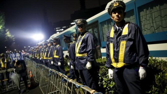 Nhiều cuộc biểu tình chống lại dự luật mới diễn ra. Ảnh: Reuters