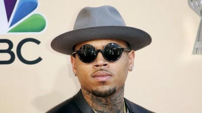 Chris Brown nài nỉ được vào Úc