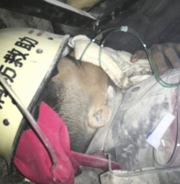 Anh Tian Zeming được tìm thấy vẫn còn sống. Ảnh: Reuters