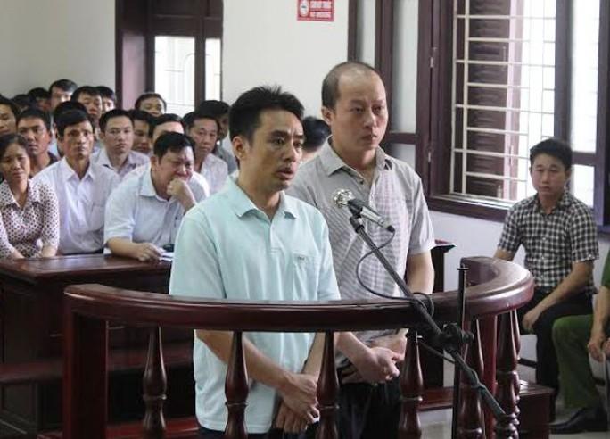 Lê Đức Hải (phải ảnh) và Lê Văn Hải tại phiên xét xử ngày 29-9