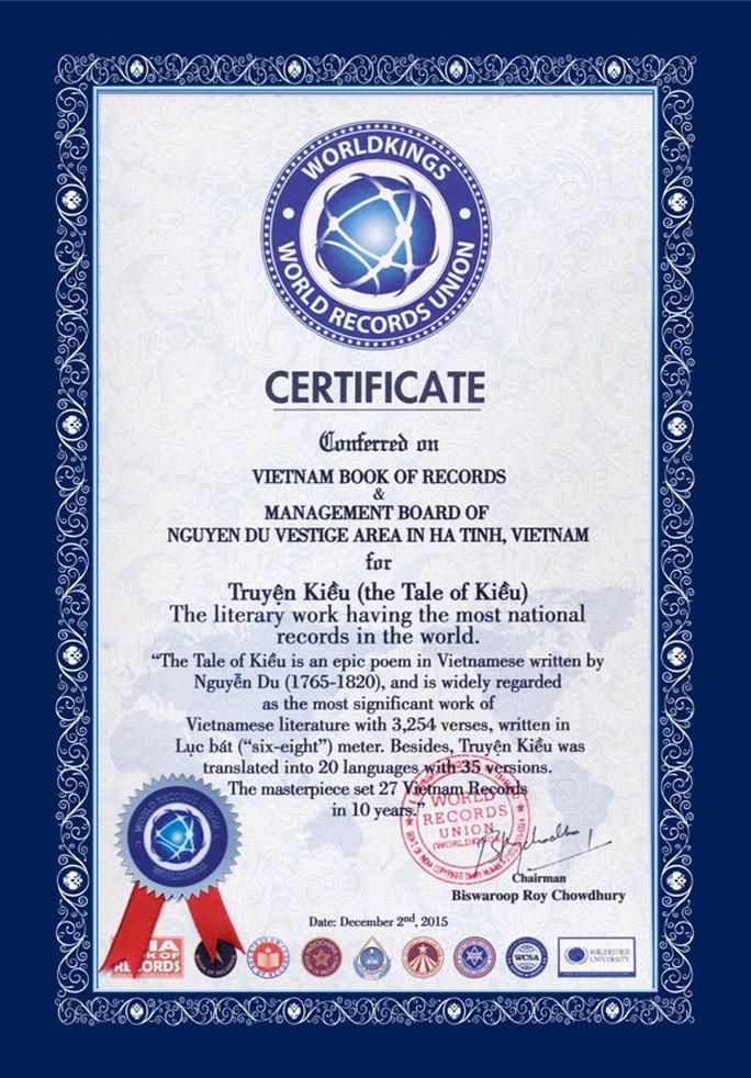 """Bằng chứng nhận của Tổ chức Liên minh Kỷ lục thế giới cấp cho """"Truyện Kiều"""""""