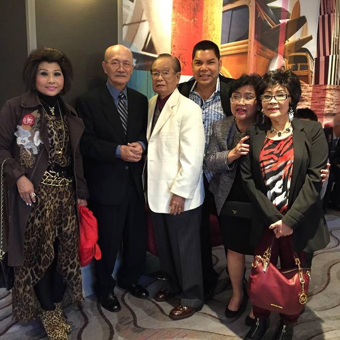 Mai Lệ Huyền, Diệp Lang, Văn Chung, Tuấn Châu, bà Thu Phong (vợ NSND Diệp Lang) và Ngọc Đáng
