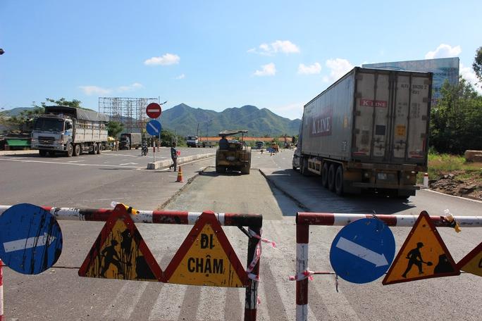 Quốc lộ 1 đoạn qua xã Vĩnh Lương, TP Nha Trang (Khánh Hòa) được sửa chữa