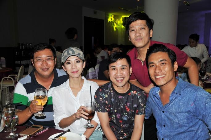 NS Hà Linh (con trai cố NSƯT Thanh Nga), Thu Trang, Don Nguyễn, Kiều Tuấn Minh và Trường Giang đến mừng thôi nôi con gái NS Gia Bảo