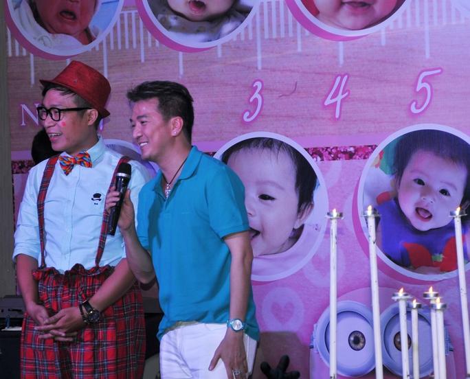 Ca sĩ Đàm Vĩnh Hưng chúc mừng con gái Gia Bảo - Thanh Hiền trong ngày thôi nôi