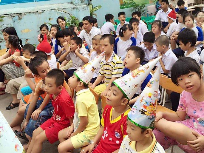 Các em khuyết tật đón giáng sinh cùng NSƯT Thanh Ngân