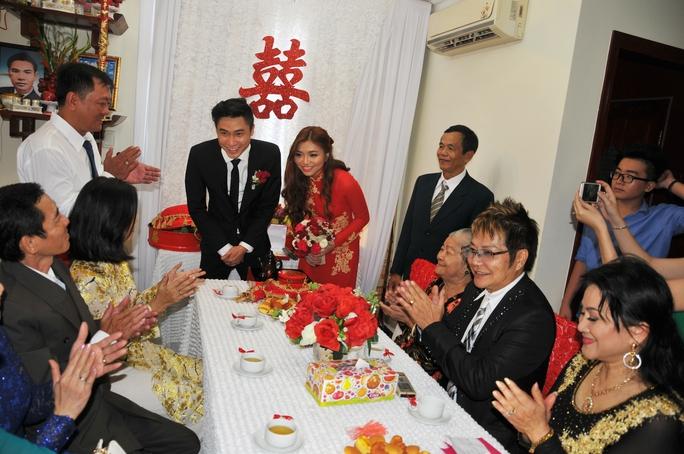 Cô dâu chú rể ra mắt hai họ trong ngày thành hôn
