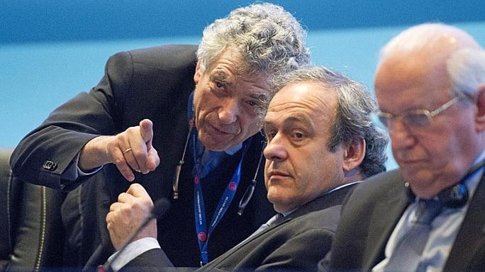 Phó Chủ tịch Agel Maria Villar (trái) sẽ tạm thay thế Michel Platini điều hành UEFA