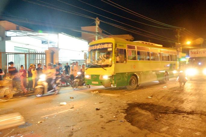 Va chạm với xe buýt, người đàn ông chết tại chỗ