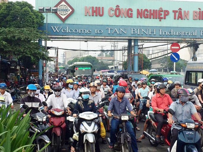 Sự cố gây ùn tắc giao thông nghiêm trọng trong sáng đầu tuần ở giao lộ Trường Trinh - Tây Thạnh, quận Tân Phú