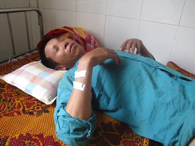 Một công nhân làm việc tại dự án Formosa nhập viện điều trị sau bữa ăn tối ngày 24-11