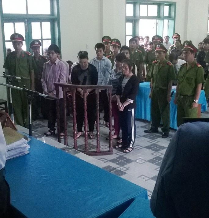 8 đối tượng trong đường dây buôn người của Lương Thị Mằn đã bị tuyên phạt tổng cộng 75 năm tù về tội Buôn bán người và Buôn bán trẻ em