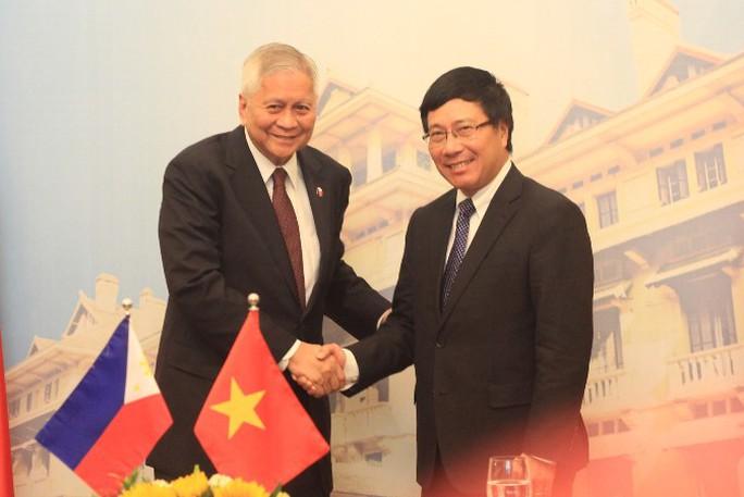 Ngoại trưởng Philippines và Việt Nam cùng lên tiếng về Biển Đông