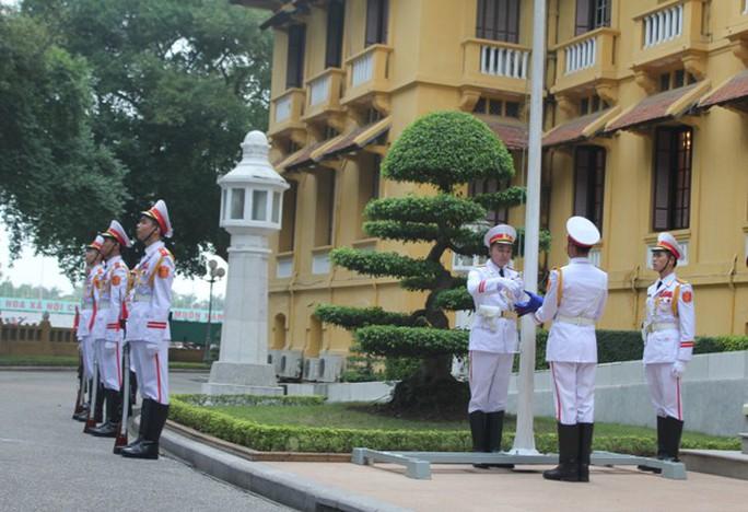 Tiến hành các nghi thức thượng cờ