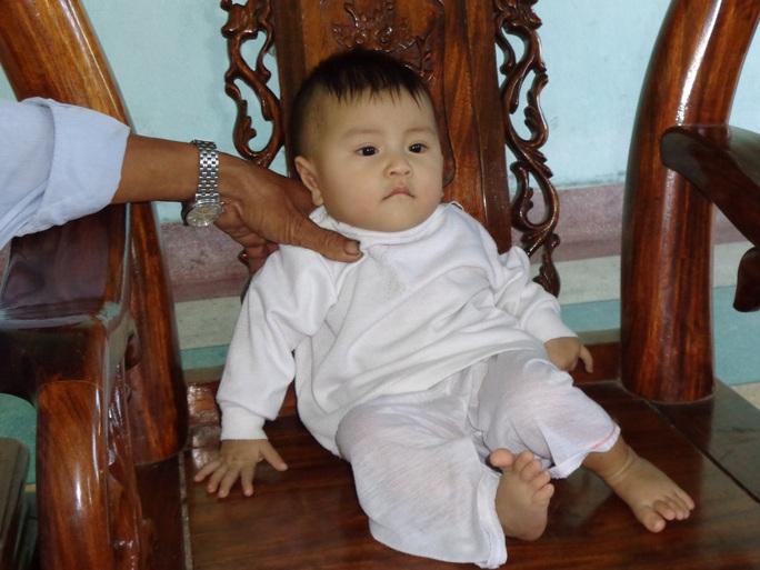 Bé gái dễ thương như thiên thần hiện đã có cha mẹ mới Ảnh: Hiến Tùng