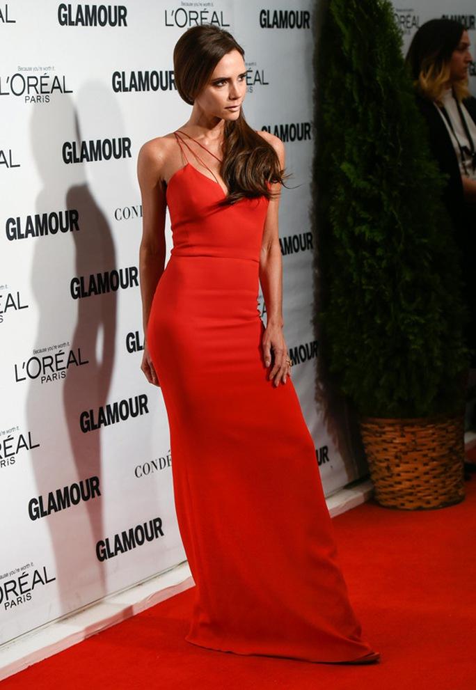 Victoria Beckham diện đầm dài dự lễ trao giải